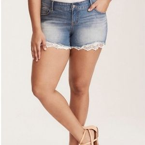 NWT Torrid Med Wash Shorts w/embroidered Lace Hem